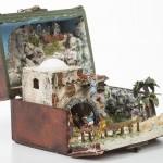 Belén en miniatura dentro de un cofre